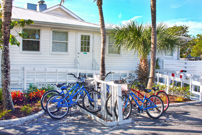 The Island Inn has bikes available to rent on the property. Visit the front desk for more information.