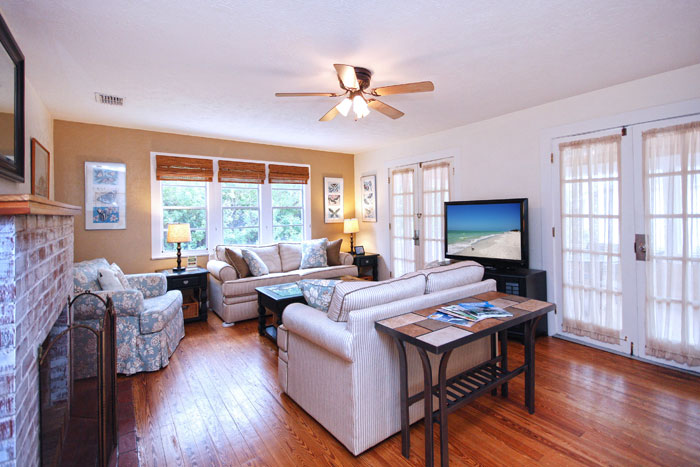 Phister-Cottage-Gulfview-Livingroom-2