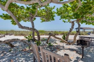 sanibel-island-hotels-island-inn-amenities-bbq-min-min